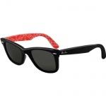 3c184605a9dfb Óculos Ray Ban Wayfarer 2140 - Modelo Unissex com Armação Preta e Vermelha  e Lentes em